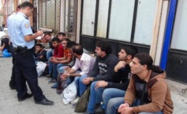 Edirne'de 19 Suriyeli Kaçak Yakalandı