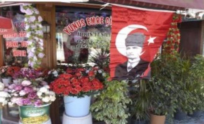 Edirne'de Teröre Bayraklı Tepki
