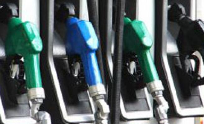 O Ülkede Benzine Yüzde 50 Zam