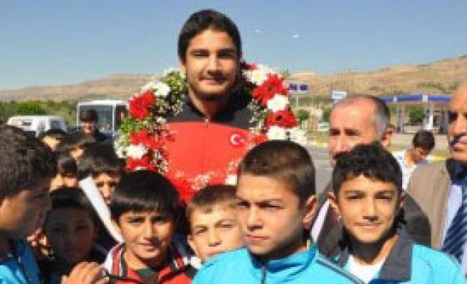 Akgül'e Sivas'ta Coşkulu Karşılama