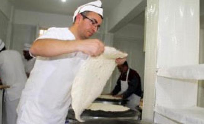 Sac Ekmek Yapıp Satıyor
