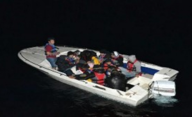 Ege Denizi'nde 52 Kaçak Yakalandı