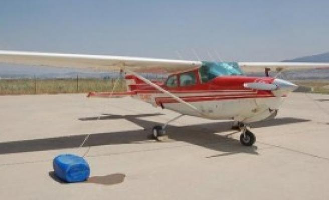Eğitim Uçağı,Üzerine İndi