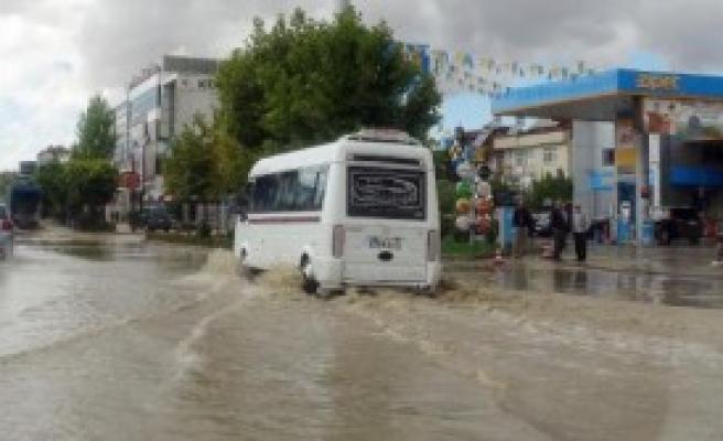 Elazığ Sel'e Teslim Oldu