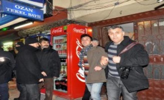 Elazığ'da Gençlik Merkezi'ne Polis Baskını!