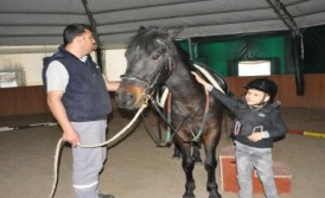 Engelli Çocuklar İçin Atla Terapi