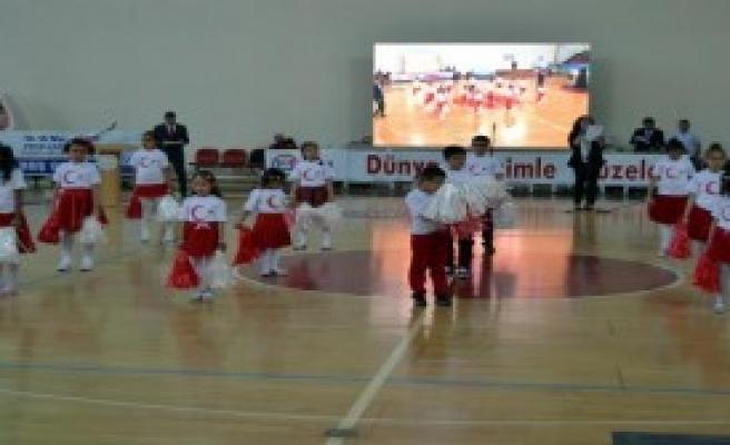 Engelli Öğrencilerden Halk Oyunları Gösterisi