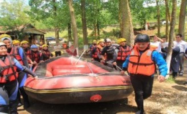 Engellileri Aştılar, Rafting Yaptılar