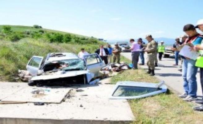 Erbaa'da Otomobil Menfeze Çarptı: 2 Ölü