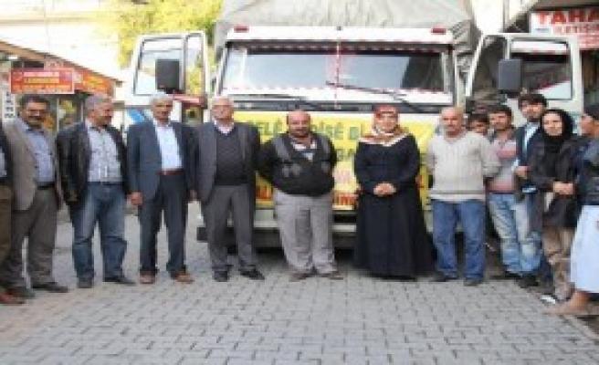 Erciş'ten Kobani'den Gelenlere Yardım