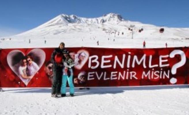 Erciyes Dağında Sürpriz Evlilik Teklifi