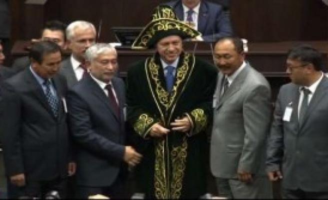 Erdoğan'a Kaftan Hediye Edildi