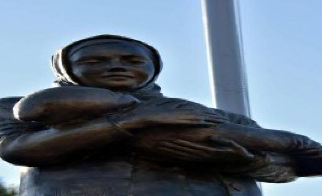 Türkan Bebek Anıtı