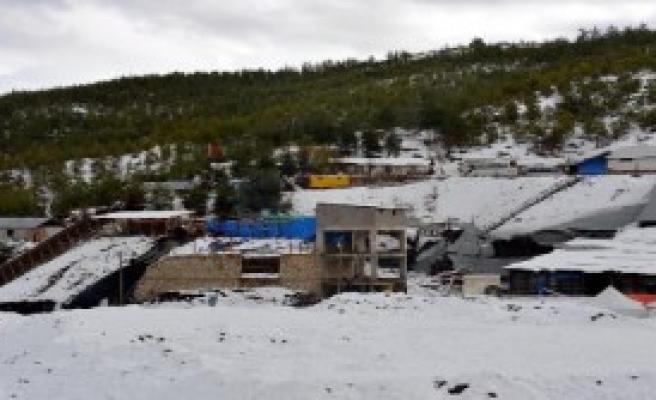 Ermenek'te Maden Kar Altında