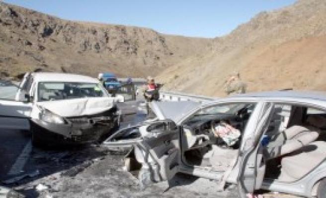 Erzincan'da Kaza:  1 Ölü, 7 Yaralı