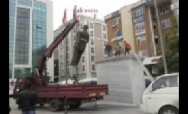 Esenyurt'ta Meydana Yeni Atatürk Heykeli