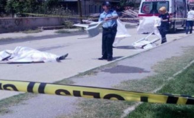 Eşini Sokakta Öldürüp, İntihar Etti