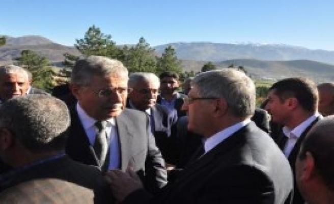 Eski Bakan Bitlis'te Toprağa Verildi