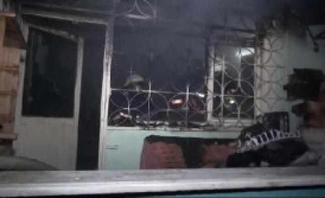 Eski Televizyonun Tüpü Patlayınca Evde Yangın Çıktı