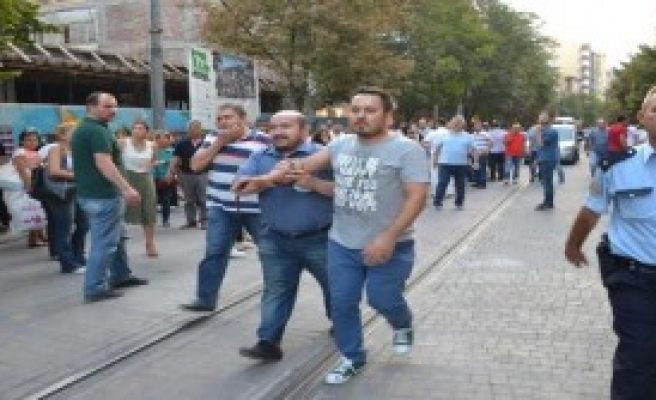 Eskişehir'de 5 Kişi Silahla Yaralandı
