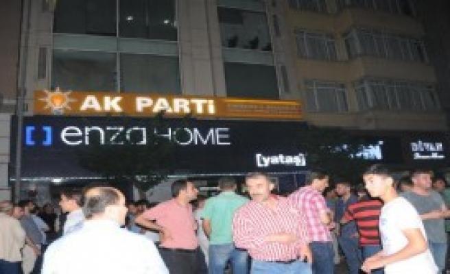 Eskişehir'de AK Parti Önünde Gösteri