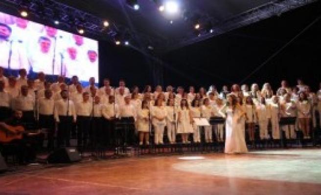 Ev Sahibi Ekip Konser Verdi