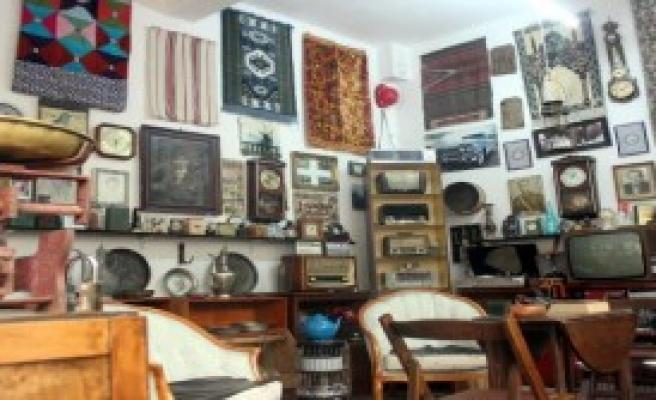 Evinin Bir Odasını Müzeye Dönüştürdü