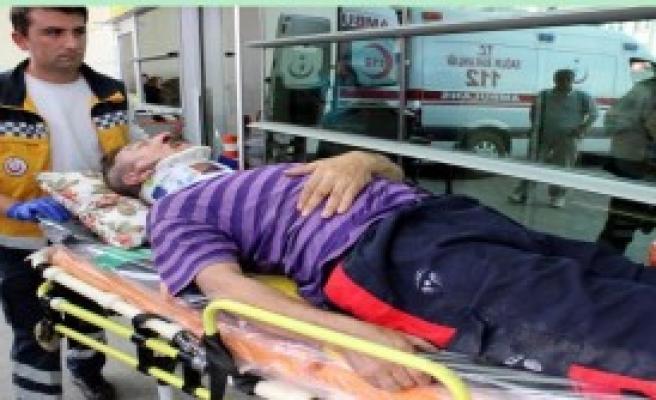 Evinin Çatısından Düşen Adam Yaralandı