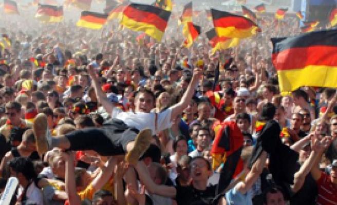 Kriz Almanları Etkilemedi