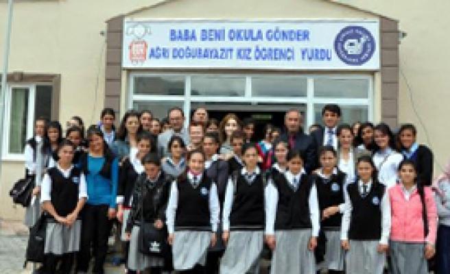 'Baba Beni Okula Gönder' Kız Yurdu