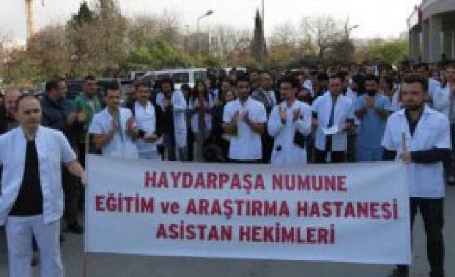 Asistan Doktorlardan Protesto Yürüyüşü