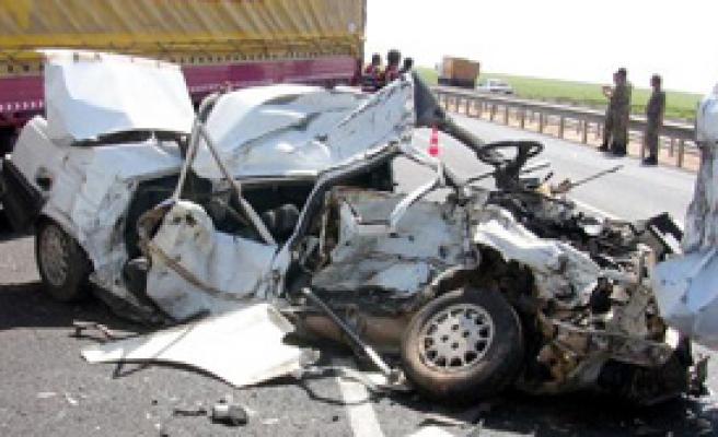 Tırın Altına Giren Araç Sürücüsü Yaşamını Yitirdi