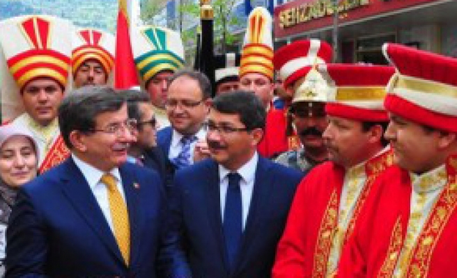 Başbakan Davutoğlu Manisa'da