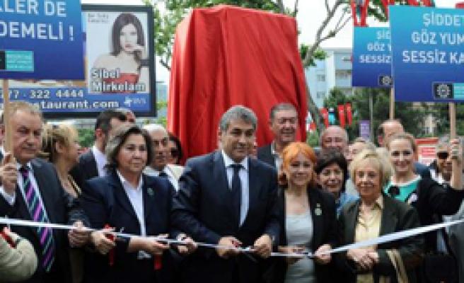 Beşiktaş'ta 'Kadına Şiddet' Heykeli