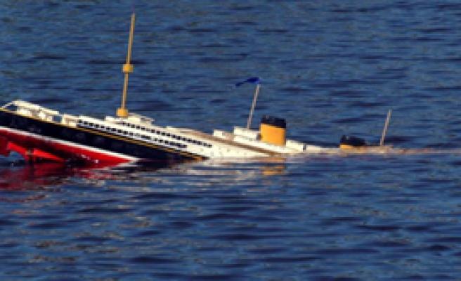Hindistan' da Gemi Battı