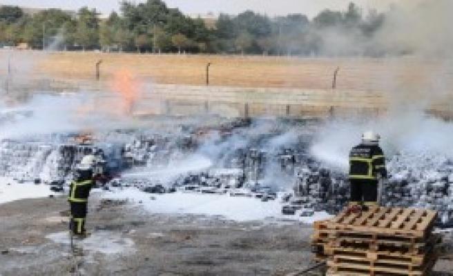 Fabrikanın Bahçesinde Çıkan Yangın Korkuttu