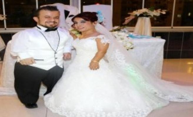 Facebook'ta Tanışıp Evlendiler
