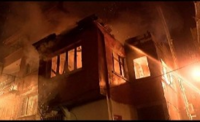 Fatih'te İki Katlı Binada Yangın