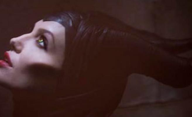 Cadı Kraliçe Angelina Jolie