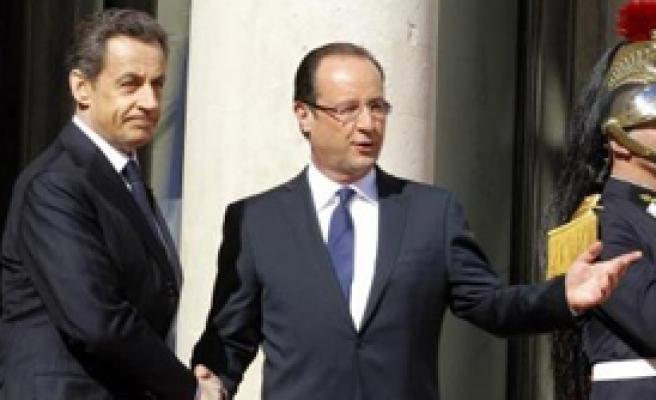 Sarkozy Gitti Yaptırım Bitti