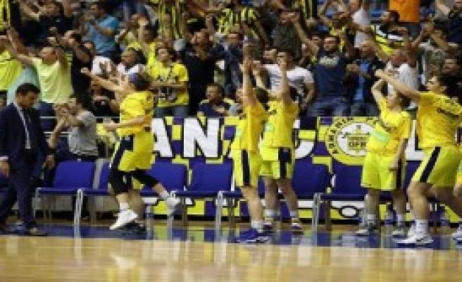 Fenerbahçe Seriyi 2-2'ye Getirdi