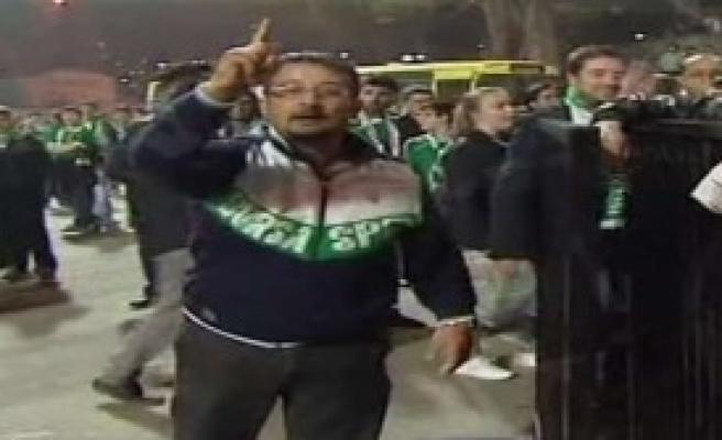 Fenerbahçe'nin Otobüsünü Taşladılar