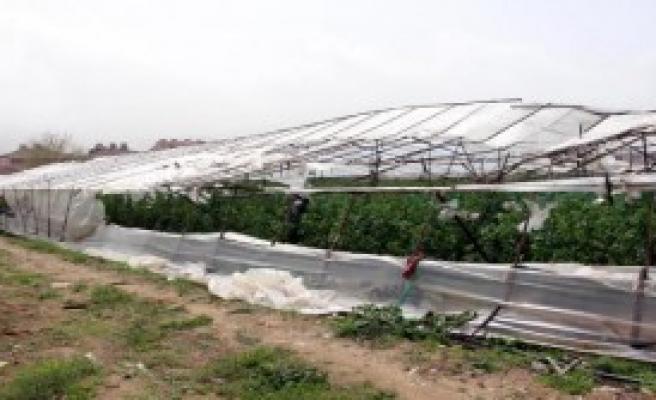 Fethiye'deki Fırtına Seraları Yıktı