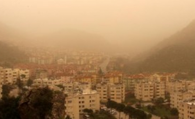 Fethiye'yi Toz Bulutu Kapladı