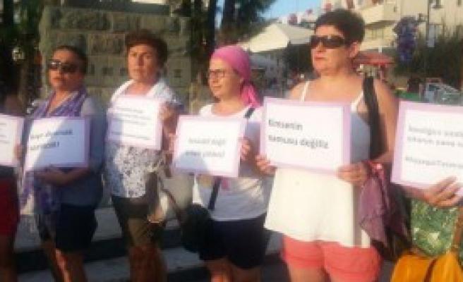 Ayvalık'ta Kadınlardan Şortlu Protesto