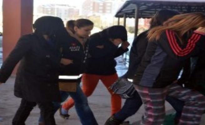 Fuhuş Operasyonunda 40 Kişi Tutuklandı