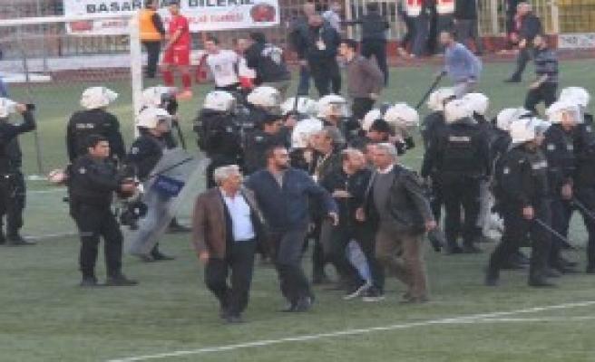 Futbolculara Bıçaklı Saldırı