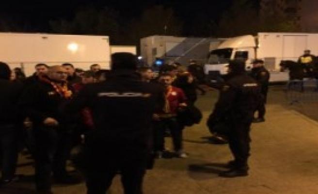 Galatasaraylı Taraftarlar Vicente Calderon'a Giriş Yaptı