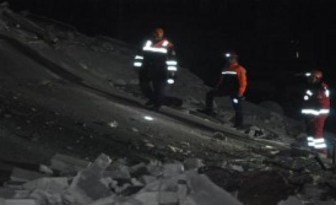 Gaziantep'te 3 Katlı Bina Çöktü