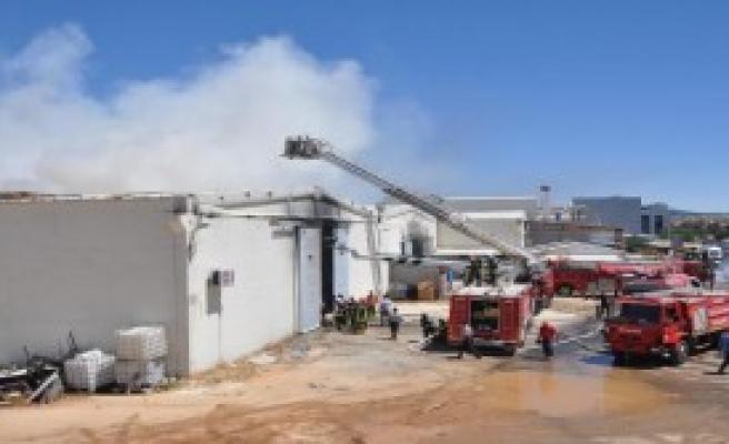 Yangına 35 İtfaiye Aracı Müdahale Etti